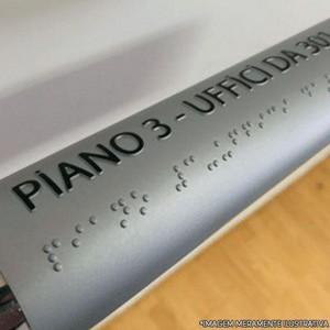 placa em braille para corrimão